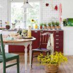 exemplu de decor frumos de fotografie de bucătărie roșie