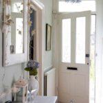 l'idée d'un couloir intérieur lumineux dans une maison privée