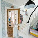 option d'un décor clair du couloir dans une photo de maison privée
