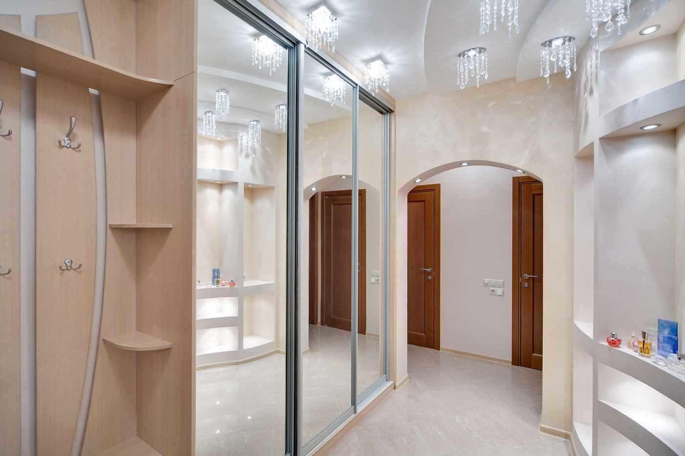 version du beau design du couloir d'une maison privée