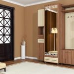 l'idée d'un couloir intérieur lumineux dans une photo de maison privée