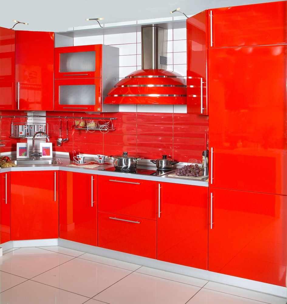 un exemplu de stil neobișnuit de bucătărie roșie
