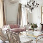 một ví dụ về sự khiêu khích nội thất khác thường trong một bức ảnh phòng khách