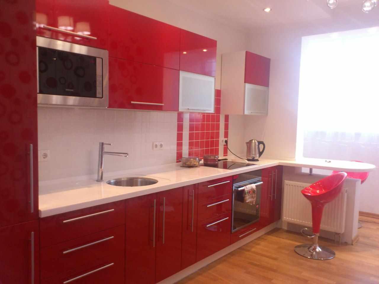 variantă a unui frumos decor din bucătăria roșie