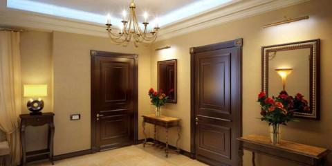 Un exemple d'un couloir intérieur lumineux dans une maison privée