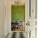 exemple d'un décor inhabituel du couloir dans une maison privée photo