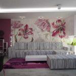 Un exemple d'un décor inhabituel de papier peint pour une photo de salon