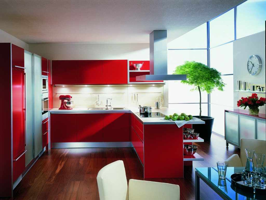 ideea unui design luminos al bucătăriei roșii