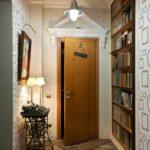 l'idée d'un couloir de style lumineux chambres dans une maison privée photo