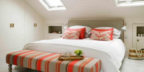 un exemple d'un beau style d'une chambre dans le grenier