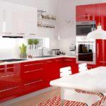 ideea unui decor luminos de fotografie de bucătărie roșie