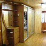 exemple d'un beau couloir intérieur dans une maison privée photo