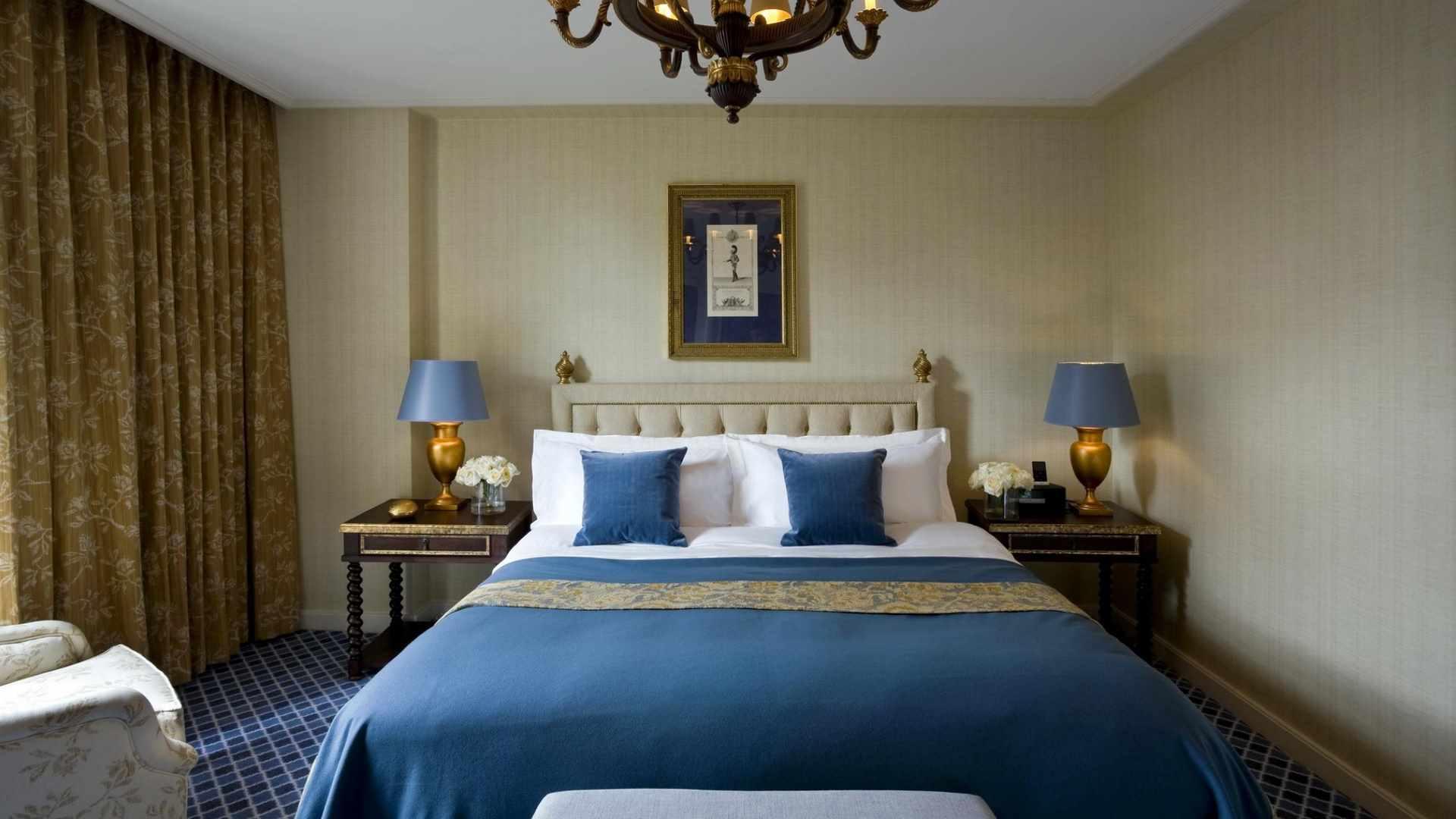 un exemple de conception inhabituelle d'une chambre étroite