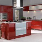 variantă a unui decor frumos de poză de bucătărie roșie