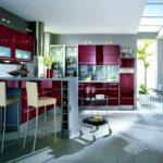 exemplu de imagine frumoasă de design roșu de bucătărie