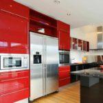 un exemplu de un stil luminos de imagine de bucătărie roșie