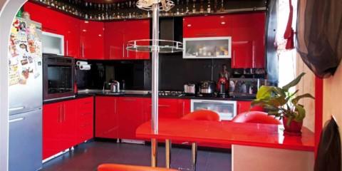phiên bản trang trí khác thường của bức tranh nhà bếp màu đỏ