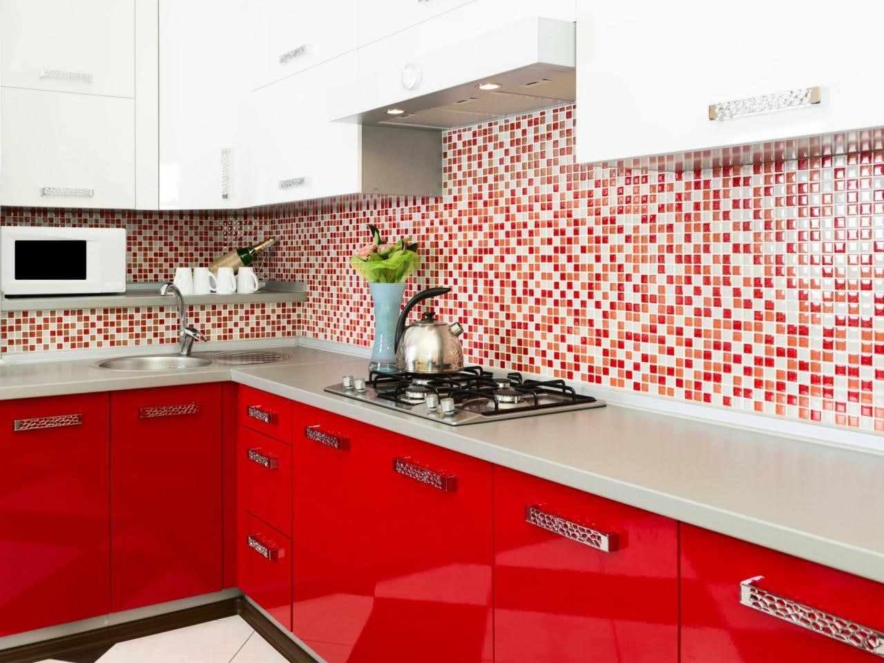 varianta de design ușor de bucătărie roșie