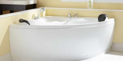 idée d'un décor de salle de bain lumineux avec une photo de baignoire d'angle