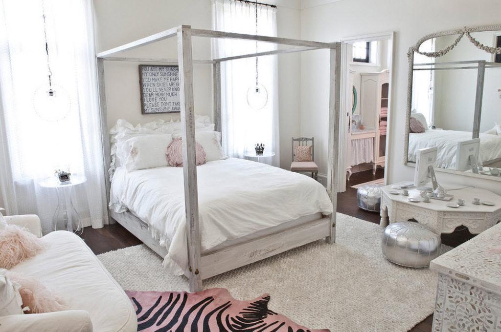 L'intérieur de la chambre d'une fille moderne en blanc