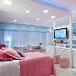 La combinaison du rose et du bleu dans la chambre