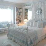 Chambre romantique aux couleurs vives