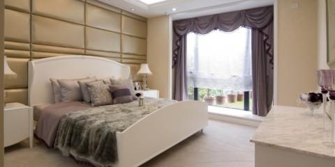 conception de la chambre avec grande fenêtre