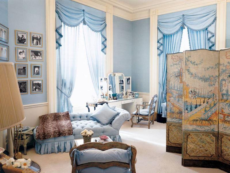 Chambre d'une fille moderne dans des tons bleus