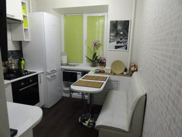 Bucătărie în alb pe o suprafață de 6 metri pătrați