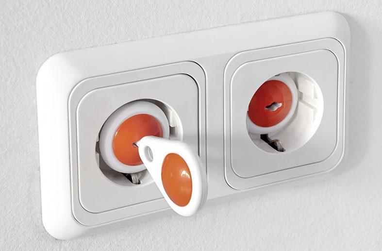 Prises de courant avec clés pour une utilisation dans les chambres d'enfants