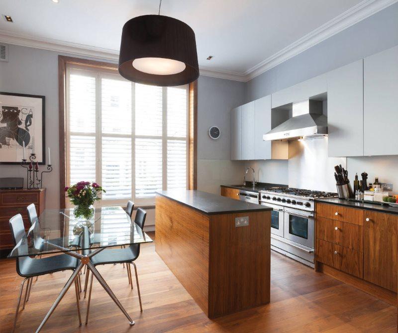 Design bucătărie cu masă din sticlă
