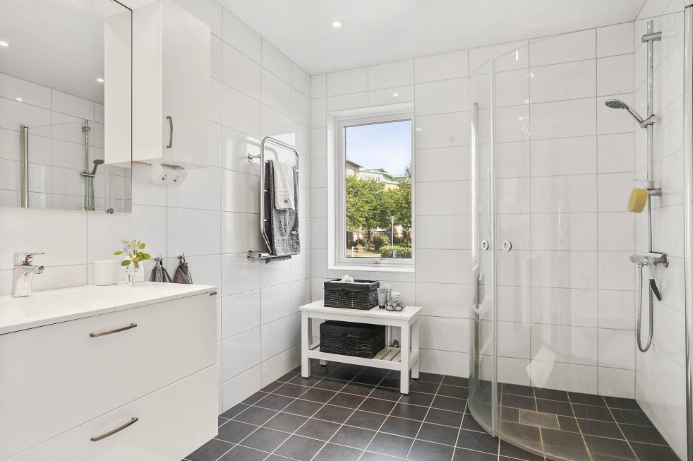 Conception de salle de bain de style minimaliste
