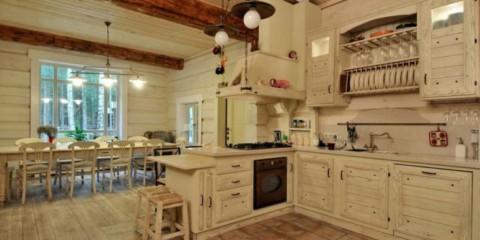Meubles en bois dans une maison en bois pour un style écologique