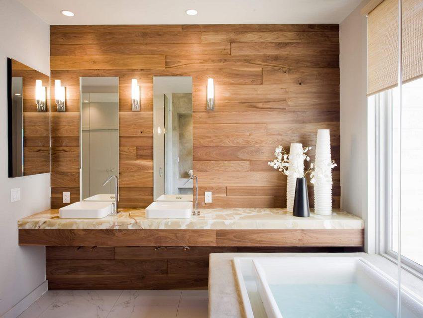 Décoration murale en bois dans la salle de bain