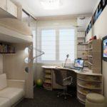 Bureau d'ordinateur d'angle dans une chambre d'enfant