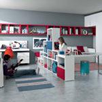 Meubles d'armoire dans la chambre d'un garçon et d'une fille