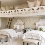 Textile blanc sur des lits