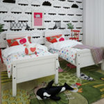 Chambre confortable de filles jumelles
