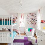 Disposition pour enfants avec trois fenêtres