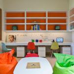 Fauteuils lumineux dans la chambre des enfants