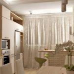 Design de bucătărie cu balcon în culori moi
