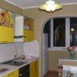 Spațiu suplimentar pentru un frigider în bucătărie cu balcon