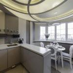 Spațiu de bucătărie unic cu loggie după combinare
