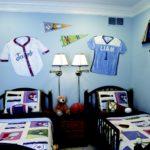T-shirt décorant les murs de la chambre des enfants