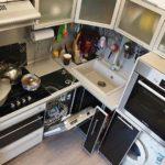 Mașină de spălat vase într-o bucătărie mică