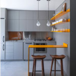 Culoare galbenă în interiorul unei bucătării moderne