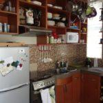 Rafturi de bucătărie maro deschise
