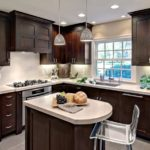 Culoare maro închis în interiorul bucătăriei