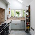 Ferestrele din tavanul bucătăriei unei case private