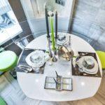 Masă de luat masa în stil futurist